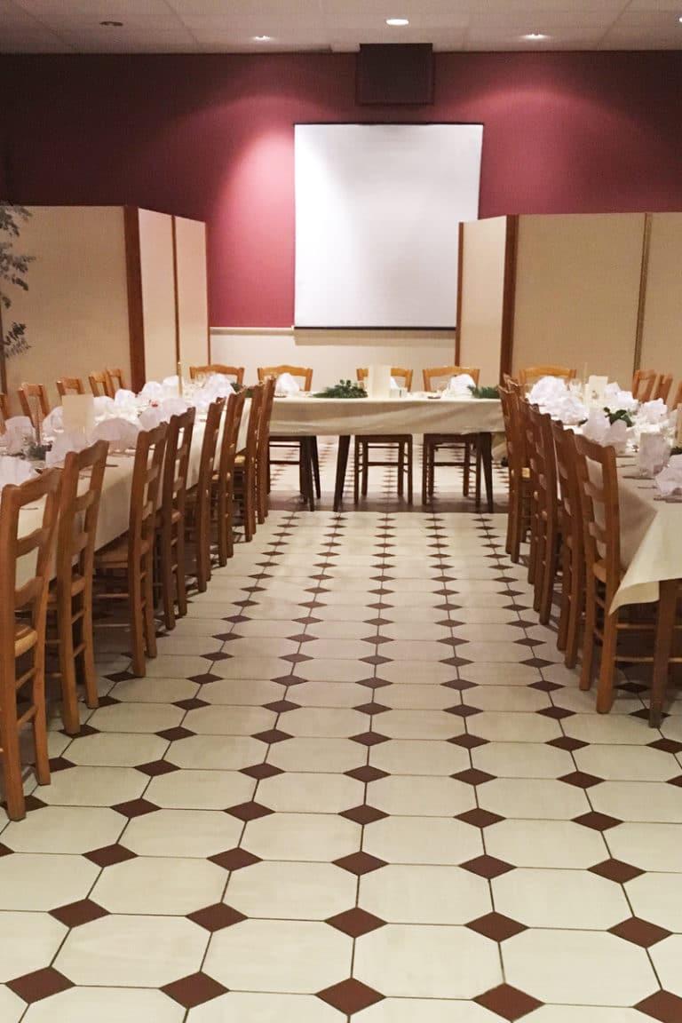 Aux vendanges de Bourgogne hotel restaurant Paray le Monial - salle de récetpion seminaire -2