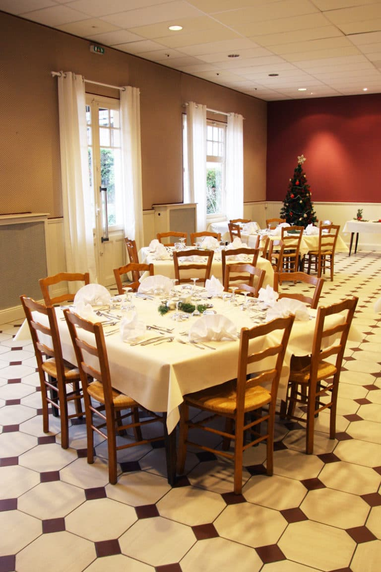 Aux vendanges de Bourgogne hotel restaurant Paray le Monial - salle de récetpion seminaire -6