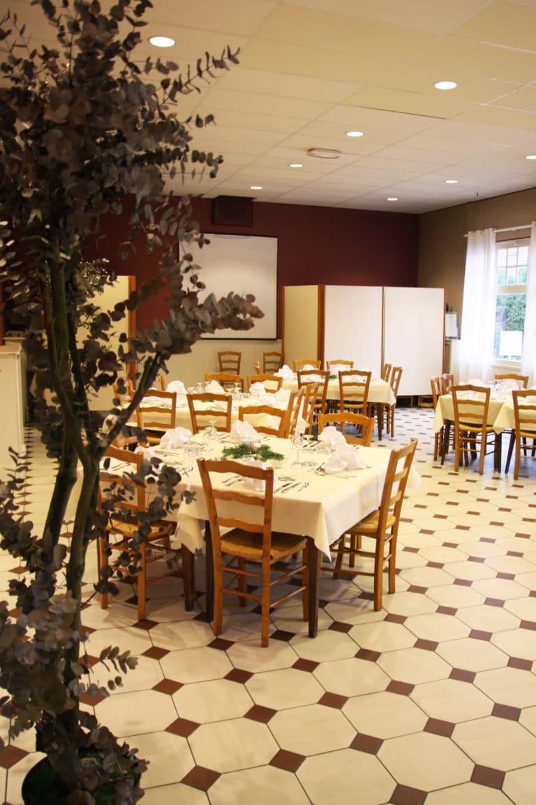 Aux vendanges de Bourgogne hotel restaurant Paray le Monial - salle de récetpion seminaire -7